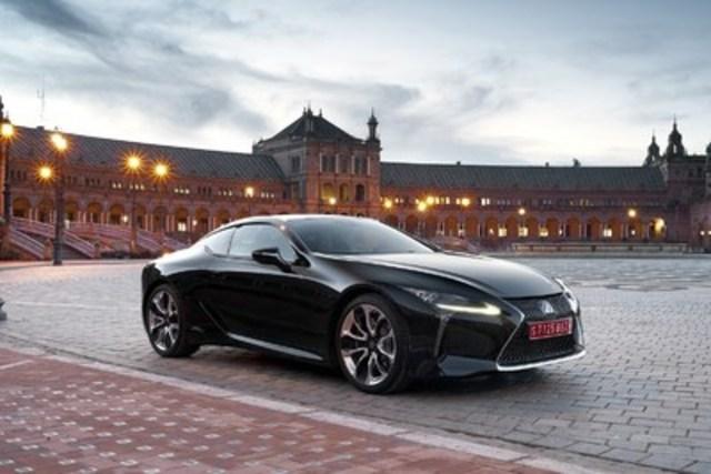 Combinant comme jamais design accrocheur et performance inouïe, le tout nouveau coupé de luxe Lexus LC 500h donne aux Canadiens de nouvelles raisons de savourer les grandes aventures routières (Groupe CNW/Lexus)