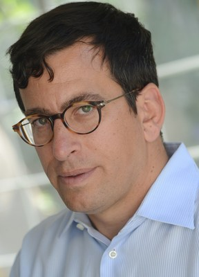 Edward Garon, MD, newest member of LUNGevity's Scientific Advisory Board. Dr. Garon is Director of the Thoracic Oncology Program at the Jonsson Comprehensive Cancer Center at UCLA and Associate Professor of Medicine in the Division of Hematology-Oncology at David Geffen School of Medicine at UCLA.