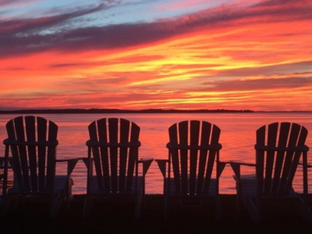 Lake Simcoe sunsets (CNW Group/Chestnut Park Real Estate Limited, Brokerage)