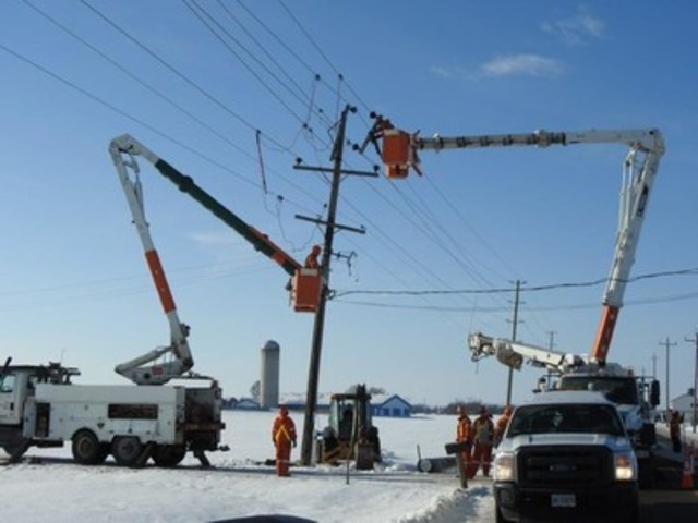 Hydro One crews work to restore power in southern Ontario following this week's windstorm. (CNW Group/Hydro One Inc.)