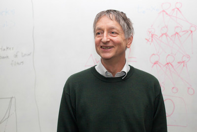 Geoffrey Hinton (London, 1947) is Professor of Computer Science at the University of Toronto, and, since 2013, a Distinguished Researcher at Google, where he was hired after the speech and voice recognition programs developed by him and his team proved far superior to those then in use.