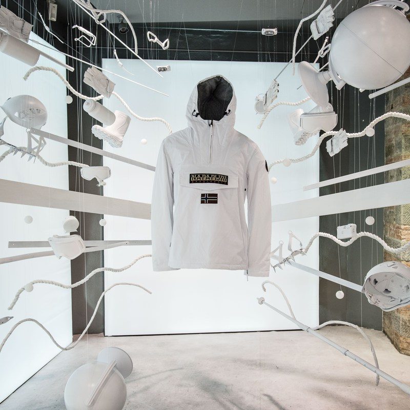 Hidden behind each of the 5 mysterious doors were a series of installations that celebrated the multiple expressions of the iconic Napapijri Rainforest jacket.