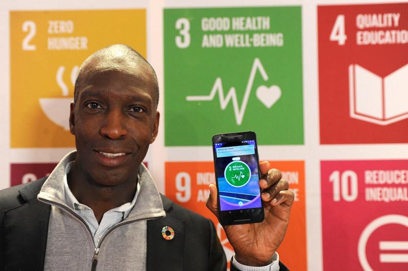 Michael Johnson at the Good Health PokeStop in Davos (PRNewsFoto/Niantic and The Pokemon Company)