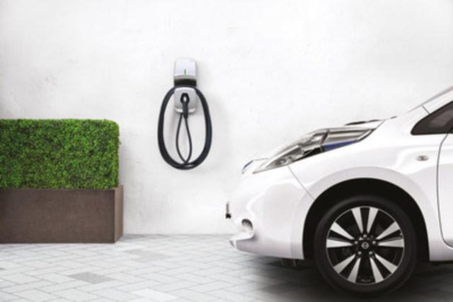 La borne FLO Maison, conçue et fabriquée au Québec, est choisie par Nissan Canada comme borne de recharge résidentielle recommandée pour les propriétaires de son populaire véhicule 100 % électrique, la Nissan LEAF (Groupe CNW/FLO)
