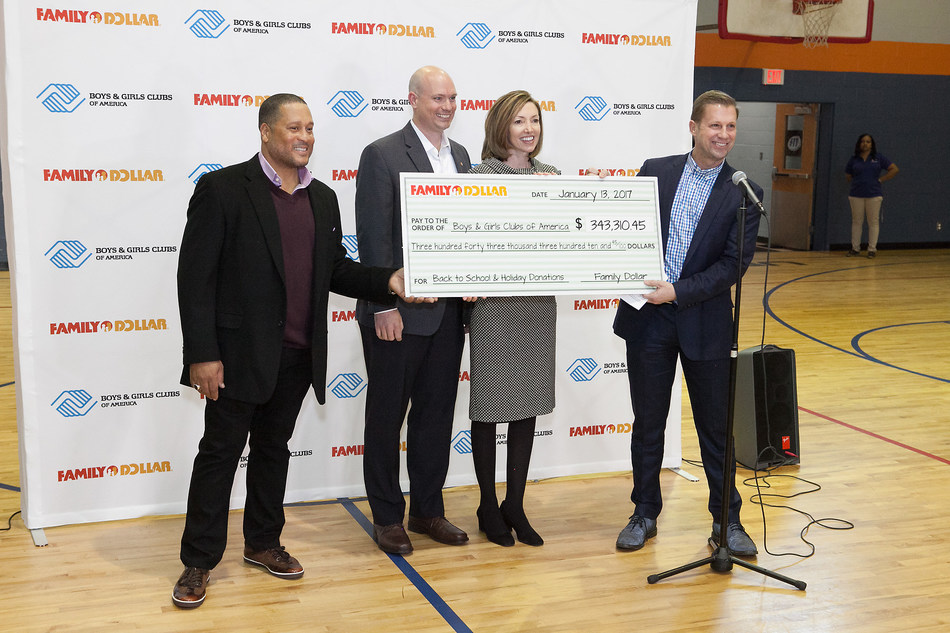 Celebrity Chef, Pat Neely joined Boys & Girls Clubs of America and Family Dollar executives for a photo during the check presentation ceremony.