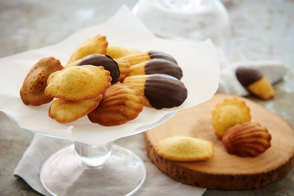 Donsuemor's Traditional Madeleines are buttery shell-shaped cookies that are soft to the touch and offer a sweet and timeless taste.