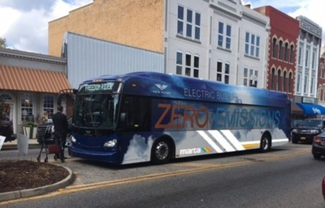 New Flyer Xcelsior® XE40 battery-electric bus (CNW Group/New Flyer Industries Inc.)