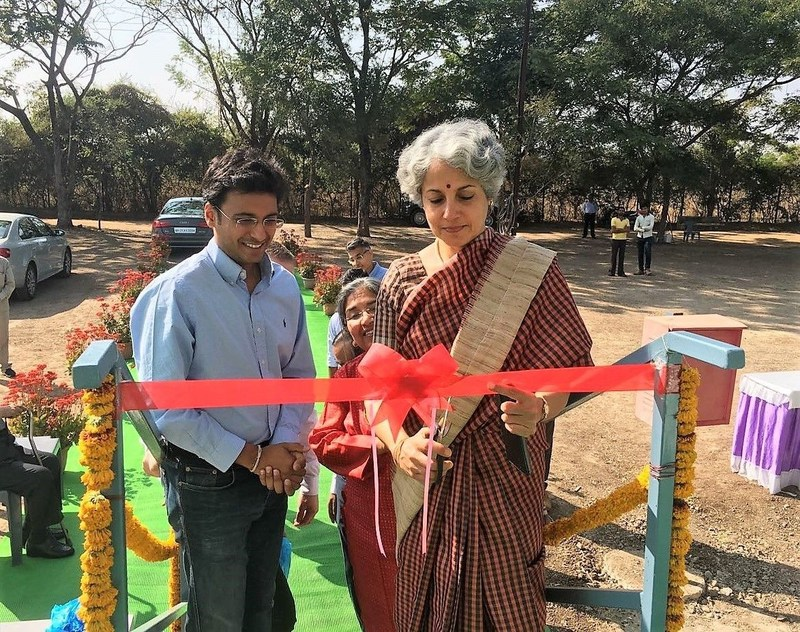 Director General of the Indian Council of Medical Research, Dr. Soumya Swaminathan, inaugurating the GBIT field cage facility at Dawalwadi, Jalna, India. Alongside Dr. Swaminathan is Mr. Shirish Barwale, Director of GBIT. (PRNewsFoto/Oxitec)