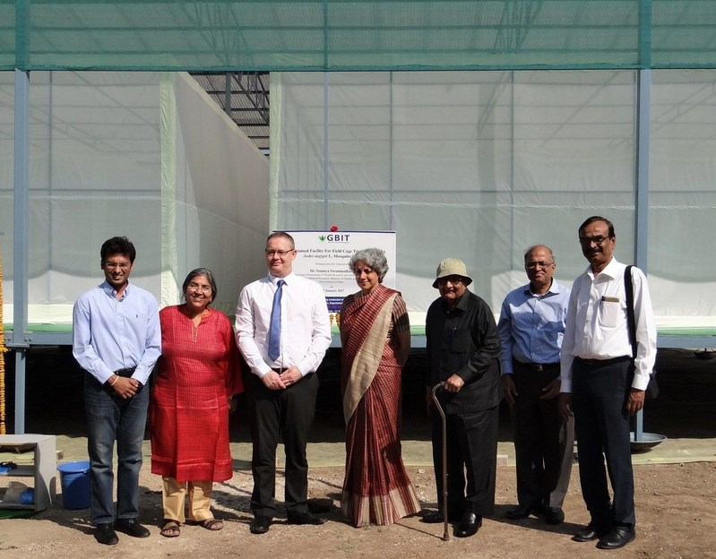 (left to right): Mr. Shirish Barwale (Director, GBIT); Dr. Usha Zehr (Chief Technical Officer, GBIT); Dr. Kevin Gorman (Science Affairs Manager, Oxitec); Dr. Soumya Swaminathan (Director General, Indian Council of Medical Research); Dr. B. R. Barwale (Director, GBIT); Dr. Raju Barwale (Director, GBIT); Dr. S. K. Dasgupta (Project Lead, GBIT). (PRNewsFoto/Oxitec)