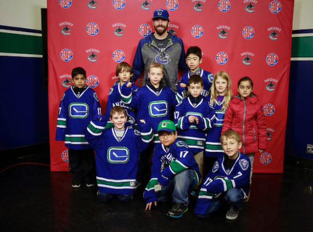 Vancouver Canucks defenseman, Erik Gudbranson, with a group of NHLer for a Day winners (CNW Group/Boston Pizza International Inc.)