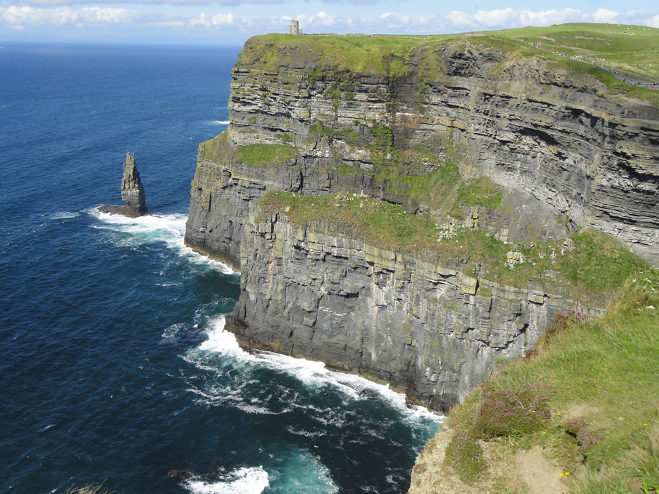 Breathtaking landscapes along Ireland's peninsulas are just one reason to visit this culture-rich destination. Visit www.monograms.com for more information. Photo credit: Globus family of brands