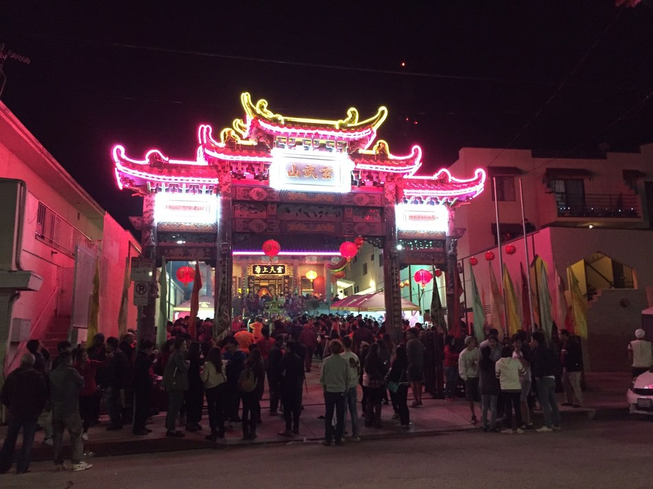Chinatown Welcomes Year of the Rooster With Midnight Temple Ceremony