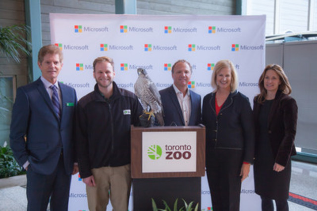 Pictured from left to right: Robin Hale, Chief Operating Officer of Toronto Zoo; Andy Cockburn, Toronto Zoo Keeper; Marc Seaman, National Director of Education at Microsoft; Janet Kennedy, President of Microsoft Canada; Councilor Michelle Holland. (CNW Group/Microsoft Canada Inc.)