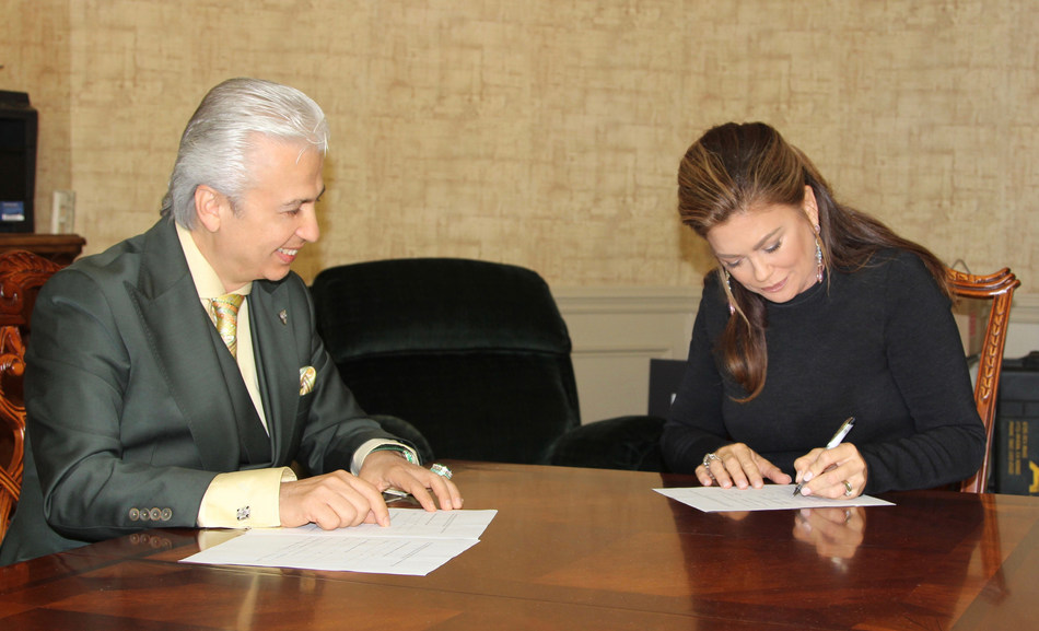 Kathy Ireland, CEO and Chief Designer of kathy ireland(R) Worldwide and Michael Amini, CEO of AICO/Amini Innovation Corporation.