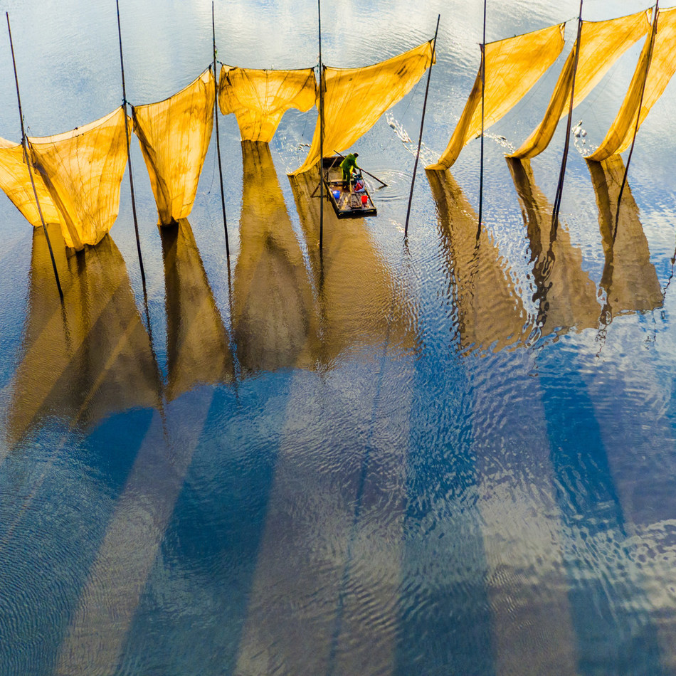 Grand Prize Winner: Fishermen close the net by Ge Zheng - SkyPixel