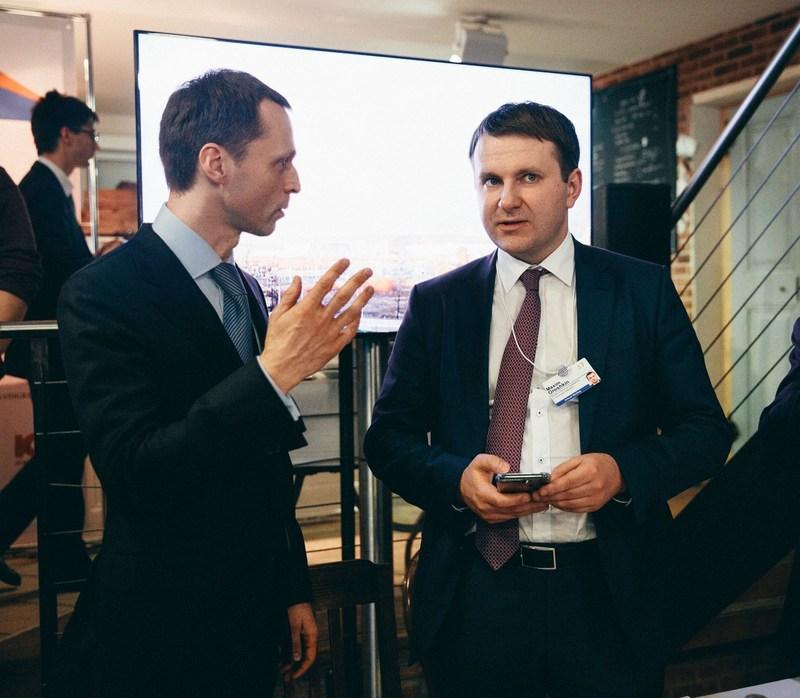 Sergey Fateev,  first deputy chairman of the board of Ulmart and Maxim Oreshkin, Minister of Economic Development of the Russian Federation (PRNewsFoto/Ulmart)