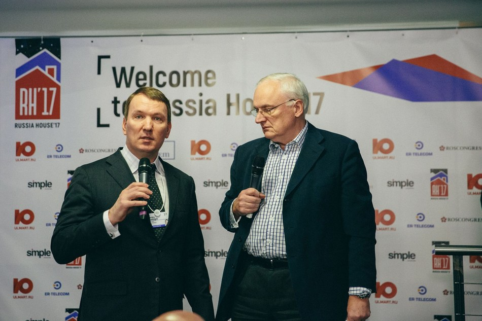 Dmitry Kostygin, Chairman of the board of directors, Ulmart and Nick Gouing (PRNewsFoto/Ulmart)