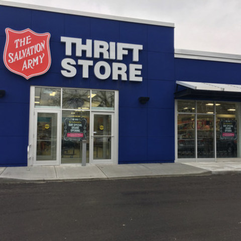 New Salvation Army Thrift Store opens in Toronto's Thorncliffe Park community (CNW Group/The Salvation Army)