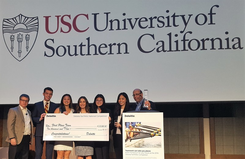 Deloitte FanTAXtic 2017 winner, the University of Southern California (from left to right): Deloitte Tax Managing Director Jason Hakerem and USC's Michael Shelton, Ingrid Waung, Tiffany Soto, Meng Shen, Li-Min Ko and Professor Joseph Keller