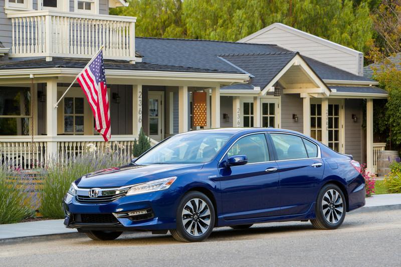 "2017 Honda Accord Hybrid, Fit, HR-V and Ridgeline Receive Kelley Blue Book ""Best Resale Value"" Awards"