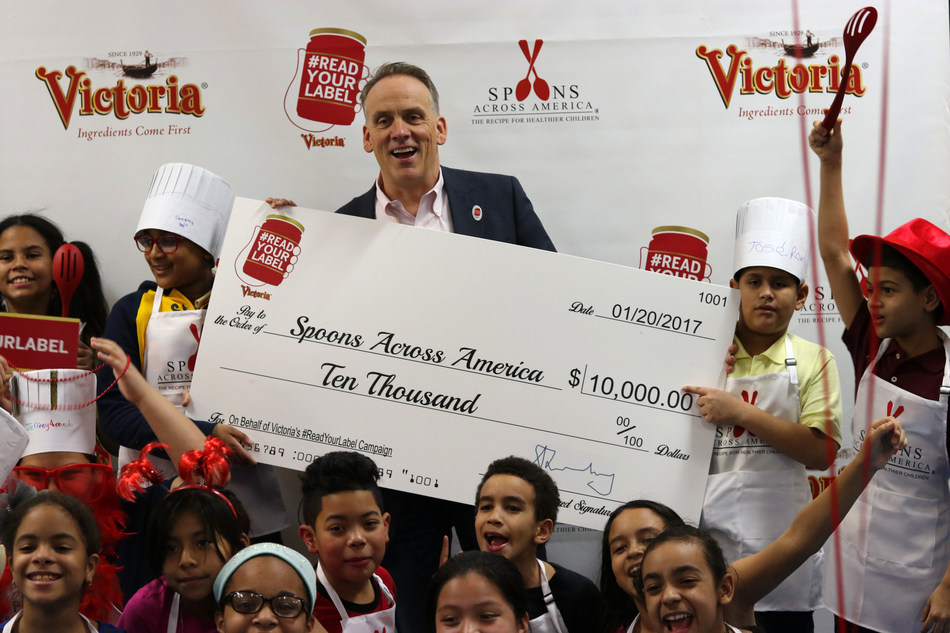 Victoria donates $10K to Spoons Across America in honor of their #ReadYourLabel campaign, on January 20th, 2017, in New York.