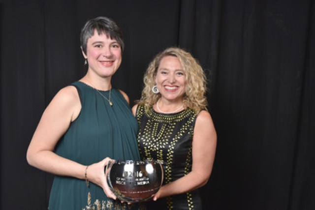 Discourse Media's Erin Millar (left), co-founder and CEO, and Debbie Douez, now vice-president of strategy, accepted the 2016 CJF Innovation Award on behalf of the Vancouver media company. (CNW Group/Canadian Journalism Foundation)