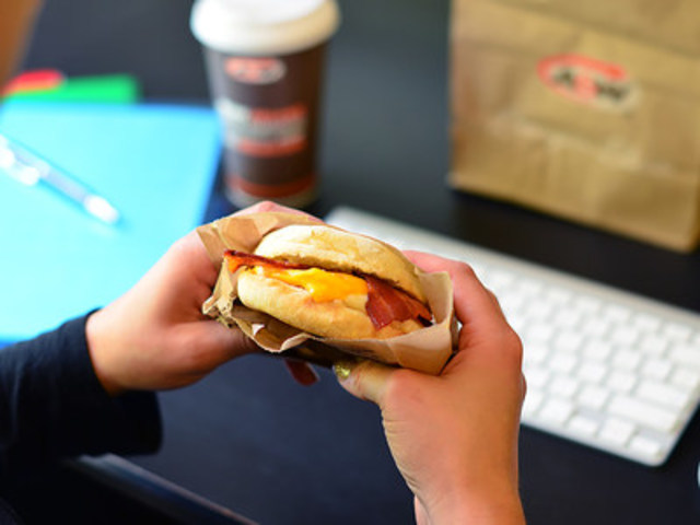 Take-out order English Muffin Bacon & Egger® (CNW Group/A&W Food Services of Canada Inc.)