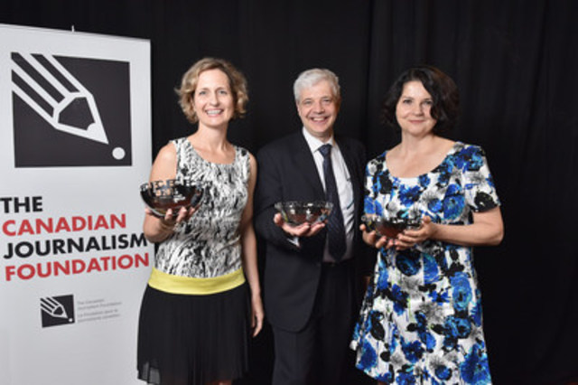 Toronto Star's Catherine Porter (far left) and the Radio-Canada Enquête duo of journalist Josée Dupuis (far right) and producer/director Emmanuel Marchand (middle) were the recipients of the 2016 Landsberg Award. (CNW Group/Canadian Journalism Foundation)