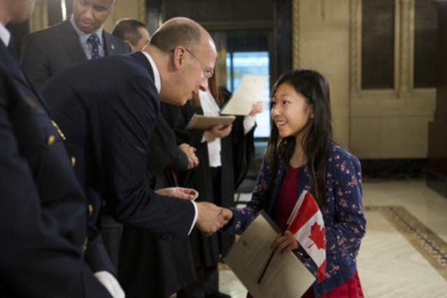 CIBC President and CEO Victor Dodig welcomes one of the country's newest Canadians at a Citizenship Ceremony in Toronto. (CNW Group/CIBC)