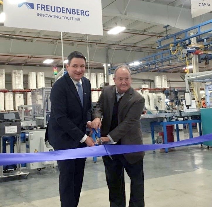 Dr. Erek Speckert, Global VP of Operations and Barry Kellar, Global VP of Automotive Filter at the opening ceremony