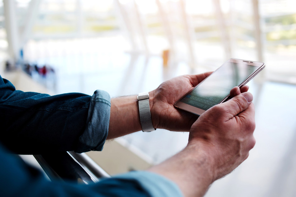 Frederick Muench, PhD, associate professor at the Feinstein Institute and director of Northwell Health's Digital Health Interventions in Psychiatry and his team has found that text messaging is an effective tool to reduce heavy drinking in adults seeking help on the internet.