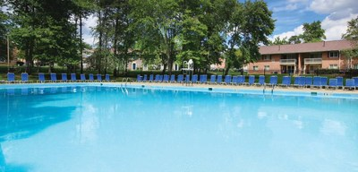 Goldoller purchases 1088 unit seasons apartments in laurel maryland for Laurel municipal swimming pool