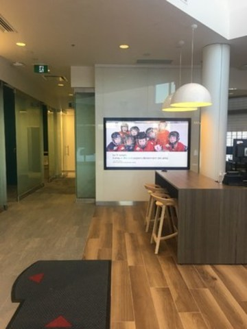 La nouvelle succursale de l'Île-des-Sœurs offre un espace commun où les clients peuvent collaborer avec les conseillers à l'élaboration d'un plan financier qui les aidera à améliorer leur situation. (Groupe CNW/Scotiabank)