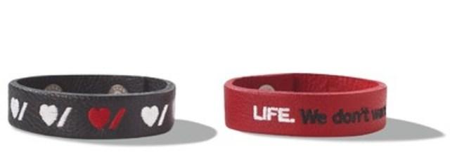 Les bracelets en édition limitée, développés conjointement par Roots et Cœur + AVC, au coût de 10 $. (Groupe CNW/Fondation des maladies du cœur et de l'AVC)