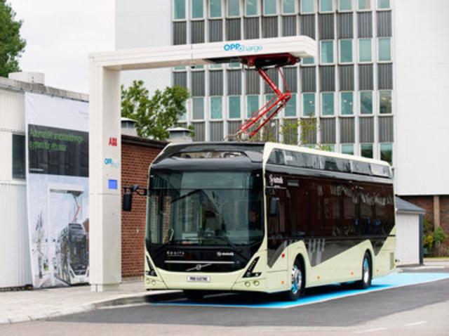 Chargeur rapide automatisé pour autobus électriques d'ABB (Groupe CNW/ABB inc.)