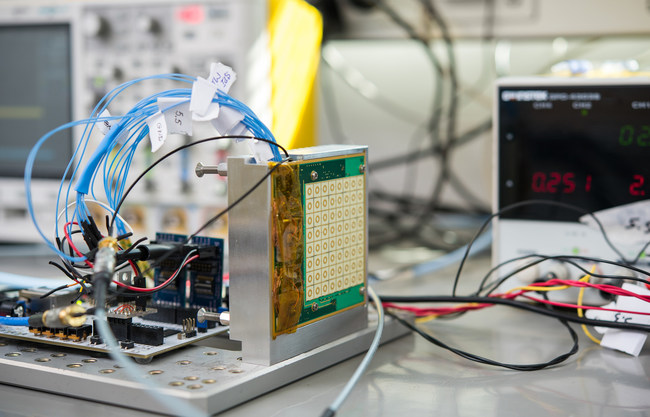 hiSky's 64 element Ka-band phased array receiving antenna during laboratory integration test connected to the digital control test board. The antenna includes the down conversion and operates over the frequency range of 17.7GHz to 20.2GHz.