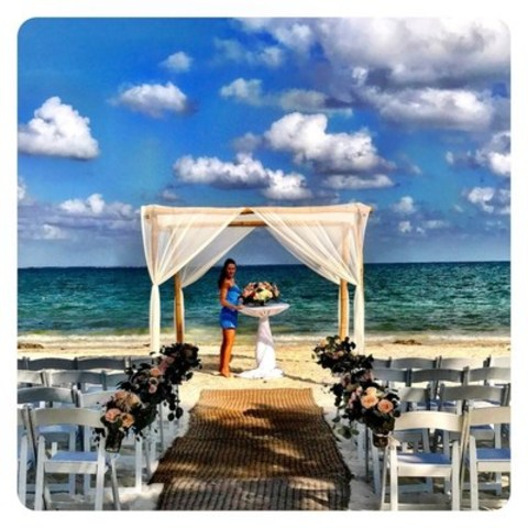 Jessica Mulroney, celebrity contributing editor to Wedding Vacations by Sunwing (CNW Group/Sunwing Vacations Inc.)