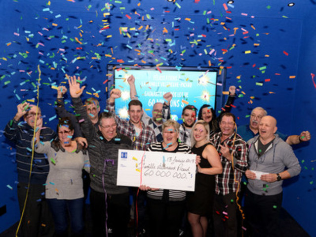 Le gros lot de 60 M$ remporté au Québec pour une deuxième fois! Un couple du Saguenay–Lac-Saint-Jean partage son gain avec des proches. (Groupe CNW/Loto-Québec)