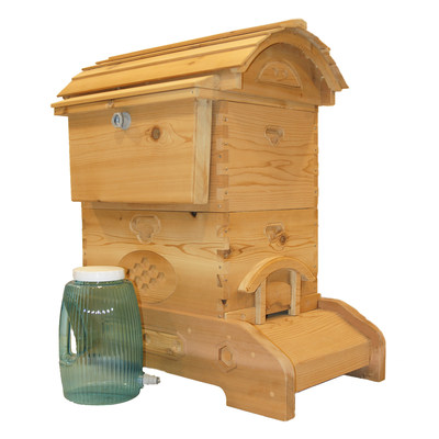 HB Hive Company Hartman Beehive and Beehive Feeder allow beekeepers to feed honey bees without opening the hive.