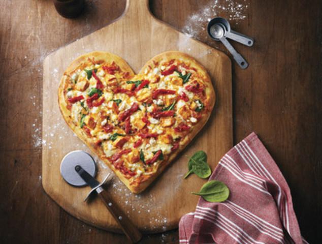 Les dons recueillis dans le cadre de la collecte de fonds annuelle des pizzas en forme de cœur soutiendront des programmes de mentorat pour les enfants du Canada (Groupe CNW/Boston Pizza International)