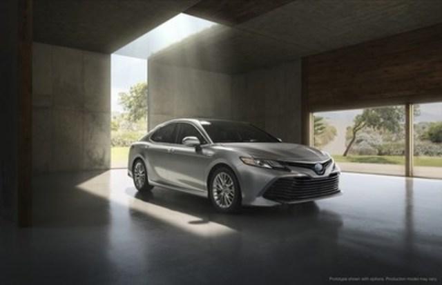 Toyota dévoile au Canada ses toutes nouvelles Camry et Camry hybride 2018 entièrement redessinées, au style affriolant, au Salon de l''Auto Canadien International de Toronto. (Groupe CNW/Toyota Canada Inc.)