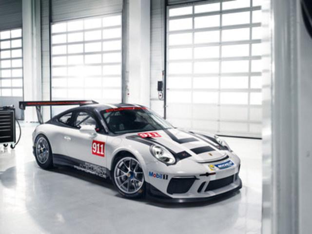 Une nouvelle édition de la voiture de course la plus vendue au monde, la Porsche 911 GT3 Cup, sera présente sur les circuits de course à compter de 2017. (Groupe CNW/Automobiles Porsche Canada)