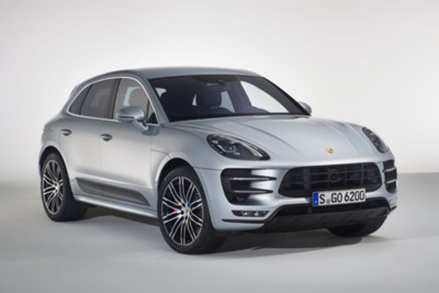 Le Macan Turbo avec ensemble Performance 2017. (Groupe CNW/Automobiles Porsche Canada)
