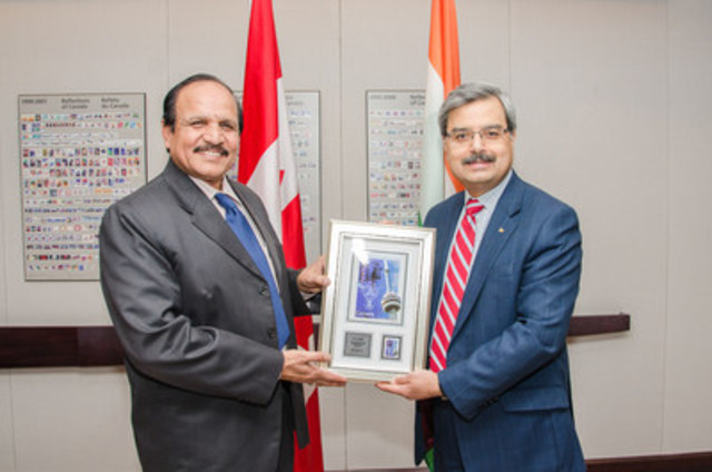 Mr. B.V. Sudhakar, Secretary, Department of Posts of the Government of India (left), is greeted by Deepak Chopra, President and CEO of Canada Post for historic bilateral meetings. (CNW Group/Canada Post)