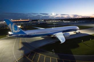 Boeing Debuts 787-10 Dreamliner