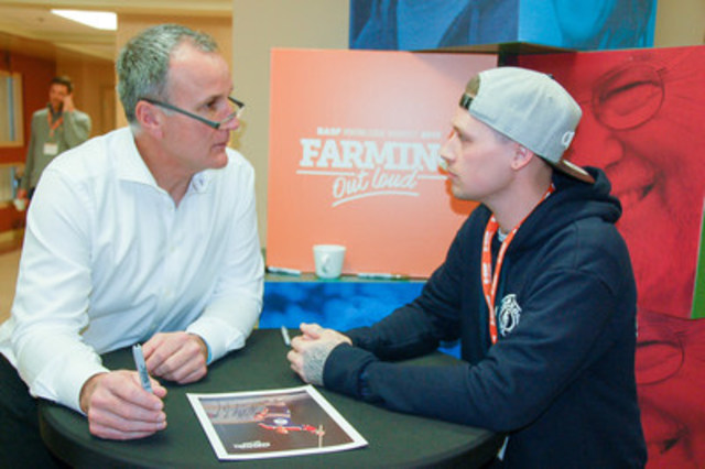 Paul Coffey gives heartfelt advice in Yorkton, Saskatchewan at the 4th annual BASF Knowledge Harvest event (CNW Group/BASF Canada Inc.)