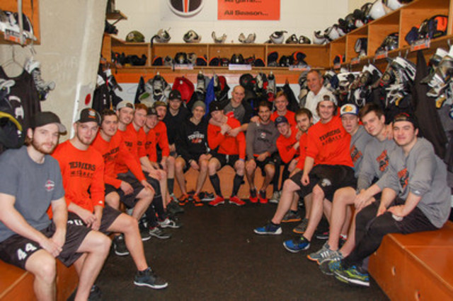 Paul Coffey makes a surprise visit to the Yorkton Terriers locker room to talk shop and give some coaching advice to the team (CNW Group/BASF Canada Inc.)