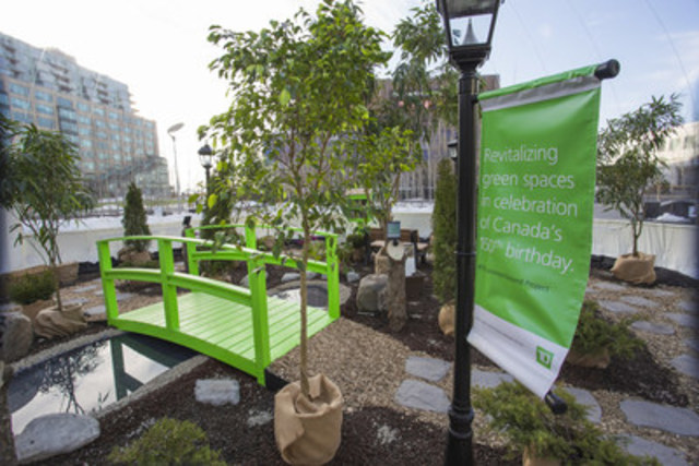 Canadian families momentarily trade winter for spring inside the TD Green Globe at Toronto's Harbourfront to launch #TDCommonGround. TD is celebrating Canada's 150th birthday by revitalizing over 150 community green spaces across the country. (CNW Group/TD Bank Group)