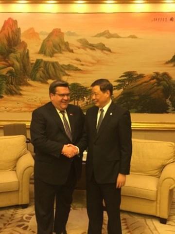 Le maire de Montréal rencontre le nouveau maire de Shanghai (Groupe CNW/Ville de Montréal - Cabinet du maire et du comité exécutif)