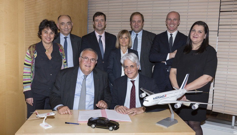 Patrick Alexandre, Executive Vice President Commercial, Sales and Alliances, Air France-KLM Group; Michel Taride, Group President, Hertz International (seated); and members of Hertz's and Air France's management teams.